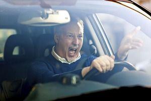 三大ムカつく車「赤なりかけ急加速」「譲っても感謝しない」
