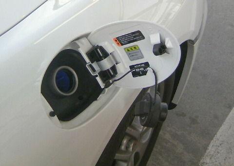 車のガソリンの入れ方が分からないwwwwwww