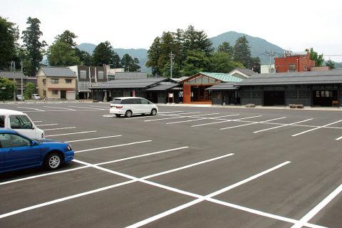 【話題】イラッ! 駐車場はガラガラなのになぜか隣にクルマを駐めてくる「トナラー」の真意とは