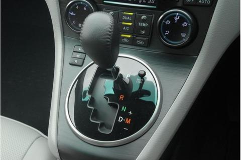 【画像】トヨタのシフトレバーほとんどこれで腹立つんやけど?