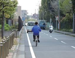 車道走ってる自転車を必要以上に避けるクルマwwwwwwwwwwwwwww