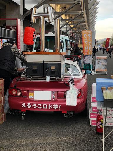 【画像】ロードスターの焼き芋販売車いて草wwwwwwwwwwww