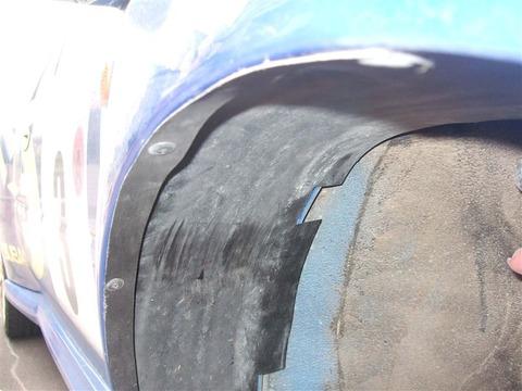 【悲報】車買ったんだが車高低すぎてインナーフェンダー擦ってる……wwwwww