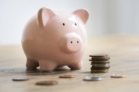 実家出る前の俺「貯金300万超えた!車買おうかなぁ」今一人暮らしの俺「やべえ貯金20万切った・・・」