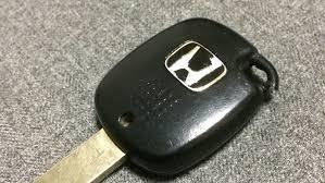 いまだに車に鍵さしてエンジンかけてるやつwwwwwwwwwwwwww