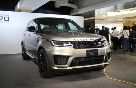 【朗報】ライバルはポルシェ「カイエン」だけ? 「レンジローバー」にPHVが登場、高級・電動SUVに新たな選択肢!!!wwwww