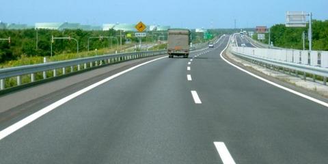 ワイ高速道路で運転中「~♪」軽自動車くん「抜かしたろ」