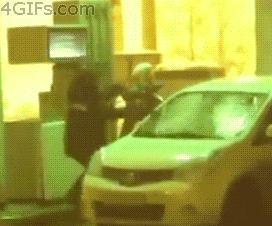 【悲報】ババアさん、ガソリンで洗車してしまうwwwwwwwwwww