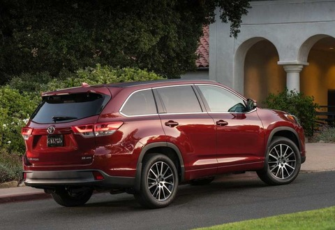 2018-Toyota-Highlander-red-color-tailpipe