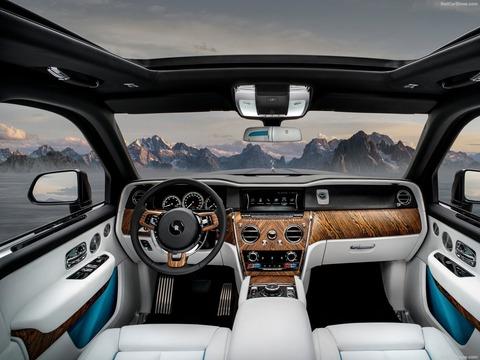 Rolls-Royce-Cullinan-2019-1600-17