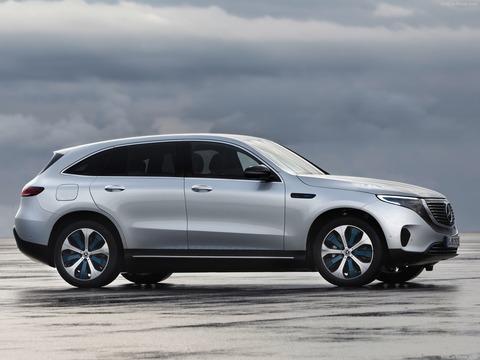 Mercedes-Benz-EQC-2020-1600-05