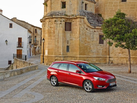 Ford-Focus_Wagon-2015-1600-03