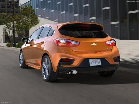 Chevrolet-Cruze_Hatchback-2017-1600-03