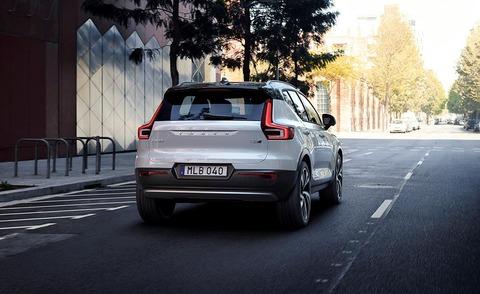 2019-volvo-xc40-rear