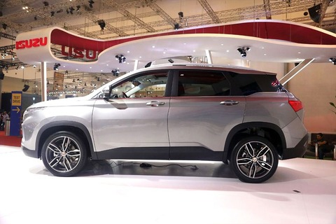 wuling-suv-side-view-689634