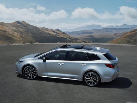 Toyota-Corolla_Touring_Sports-2019-1600-02
