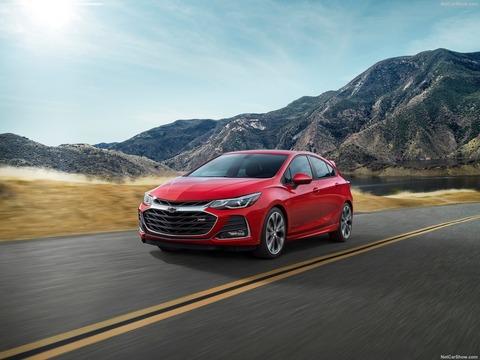 Chevrolet-Cruze-2019-1600-02
