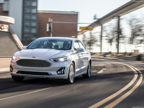 Ford-Fusion-2019-1600-03