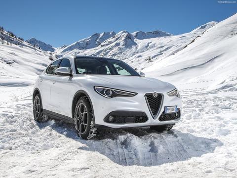 Alfa_Romeo-Stelvio-2018-1600-0a