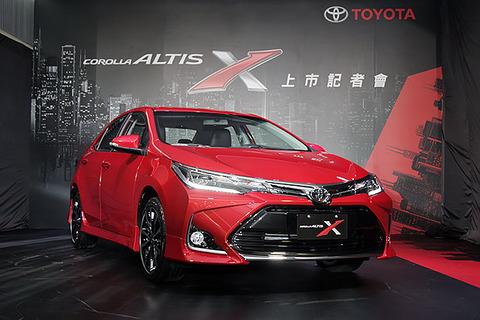 2017-Toyota-Corolla-X-facelift-front-three-quarters