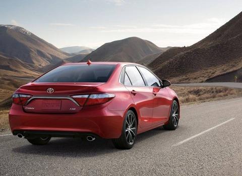 2017-Toyota-Camry-Exterior-2
