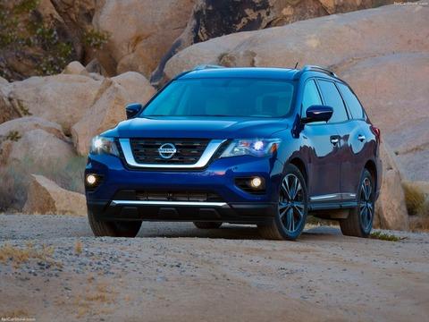 Nissan-Pathfinder-2017-1600-05