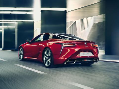 2017-Lexus-LC-Driving-Gallery-002-790x590_tcm-3066-833753
