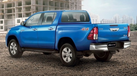 2018-toyota-hilux-facelift-gets-new-tacoma-style-face_3