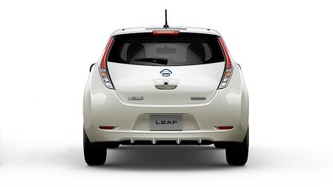 2017-nissan-leaf-electric-car-charging-02-large