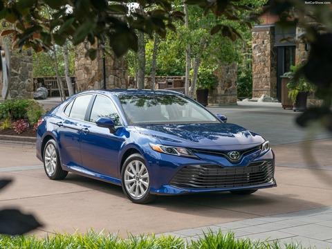 Toyota-Camry-2018-1600-06