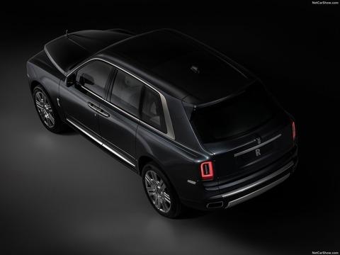 Rolls-Royce-Cullinan-2019-1600-0c