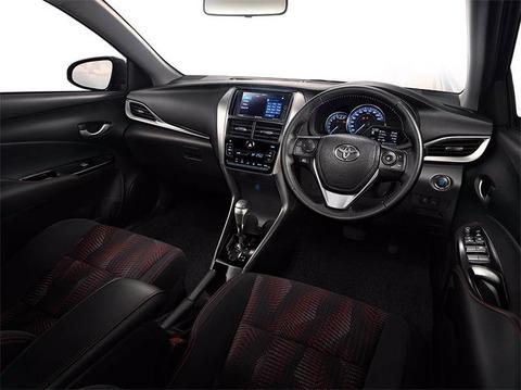 Toyota-Yaris-ATIV-Unveiled-Interior