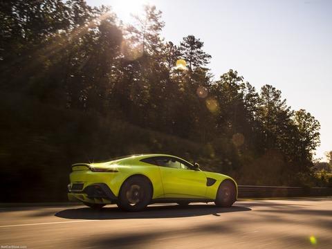 Aston_Martin-Vantage-2019-1600-3d