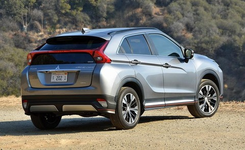nydn-2018-mitsubishi-eclipse-cross-sel-touring-gray-rear-quarter