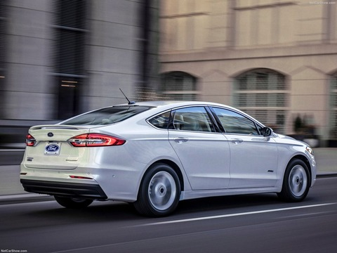 Ford-Fusion-2019-1600-04