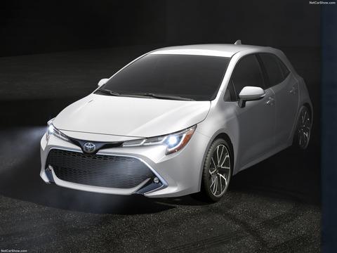 Toyota-Corolla_Hatchback-2019-1600-07