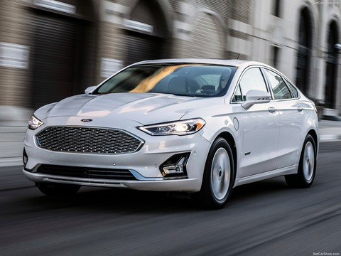 Ford-Fusion-2019-1600-02
