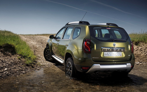 rear%20view%20Renault%20Duster%202015