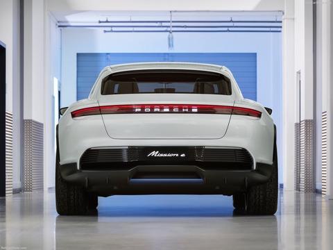 Porsche-Mission_E_Cross_Turismo_Concept-2018-1600-14