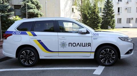 ukrainian-police-car-mitsubishi-outlander-phev-vid-sboku