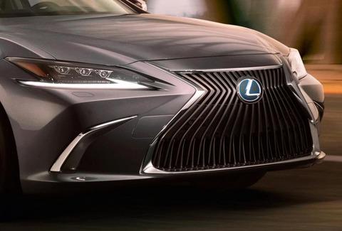 2019-Lexus-ES-1