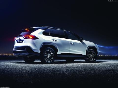 Toyota-RAV4-2019-1600-10