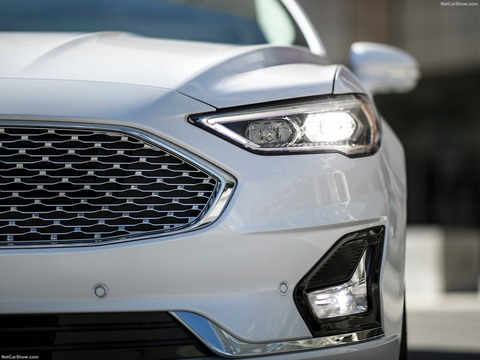 Ford-Fusion-2019-1600-05