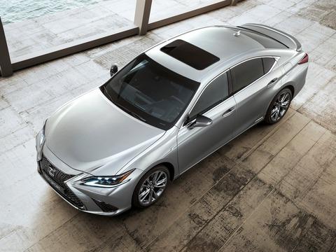 Lexus-ES-2019-1600-01