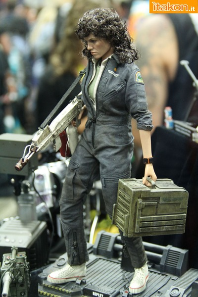 sdcc2014-hot-toys-booth-42