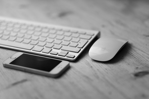 black-and-white-iphone-smartphone-desk-large