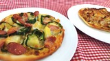 照り焼きチキンと野菜いっぱいのピザ