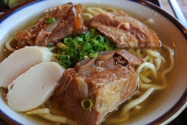 なんJ民「沖縄料理はまずい!」キャッキャッ ワイ「はぁ…ほい、ソーキそばね」ゴトッ