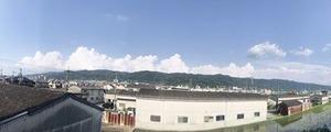 入道雲が並ぶ生駒山