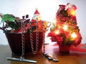 クリスマスデコレーションとチェーン